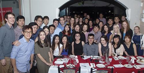 05 15 136 QLD&NT YO group dinner shot - F
